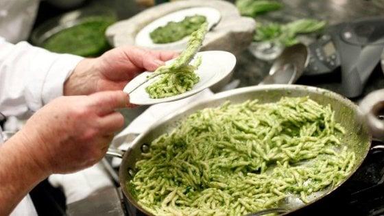Pesto: ecco la ricetta perfetta (ma quante sorprese dalla storia) - Repubblica.it