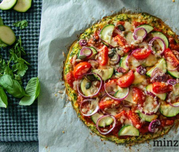 Low-Carb: Zucchini-Crust Pizza   minzgrün