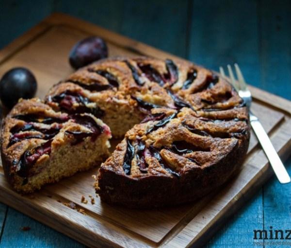Lila Herbstlaune: veganer Zwetschgenkuchen | minzgrün
