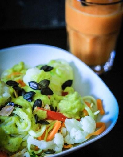 Gemüsenudeln mit Zitronengras-Mango Curry | minzgrün