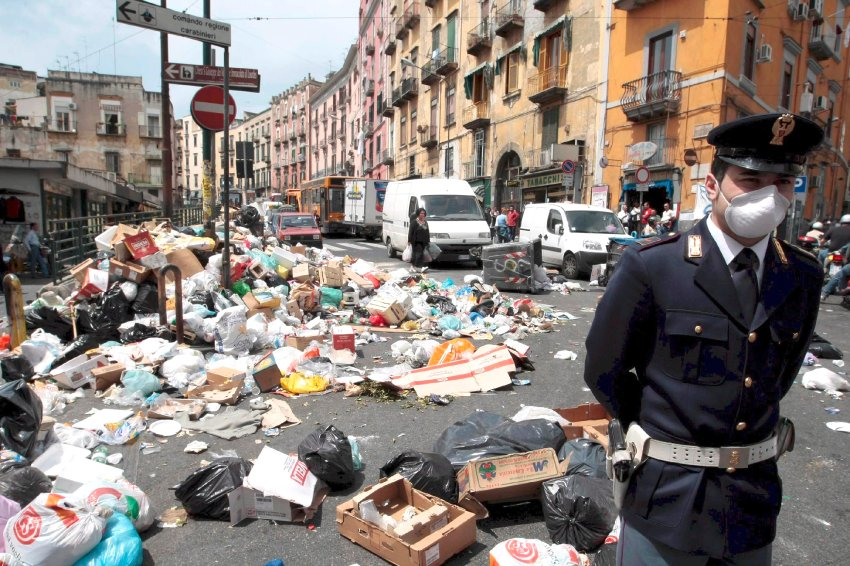 The Garbage of Naples: How the Mafia Helped Send Italy's Trash to Germany - SPIEGEL ONLINE